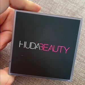 BRAND NEW HUDA BEAUTY BAKING POWDER